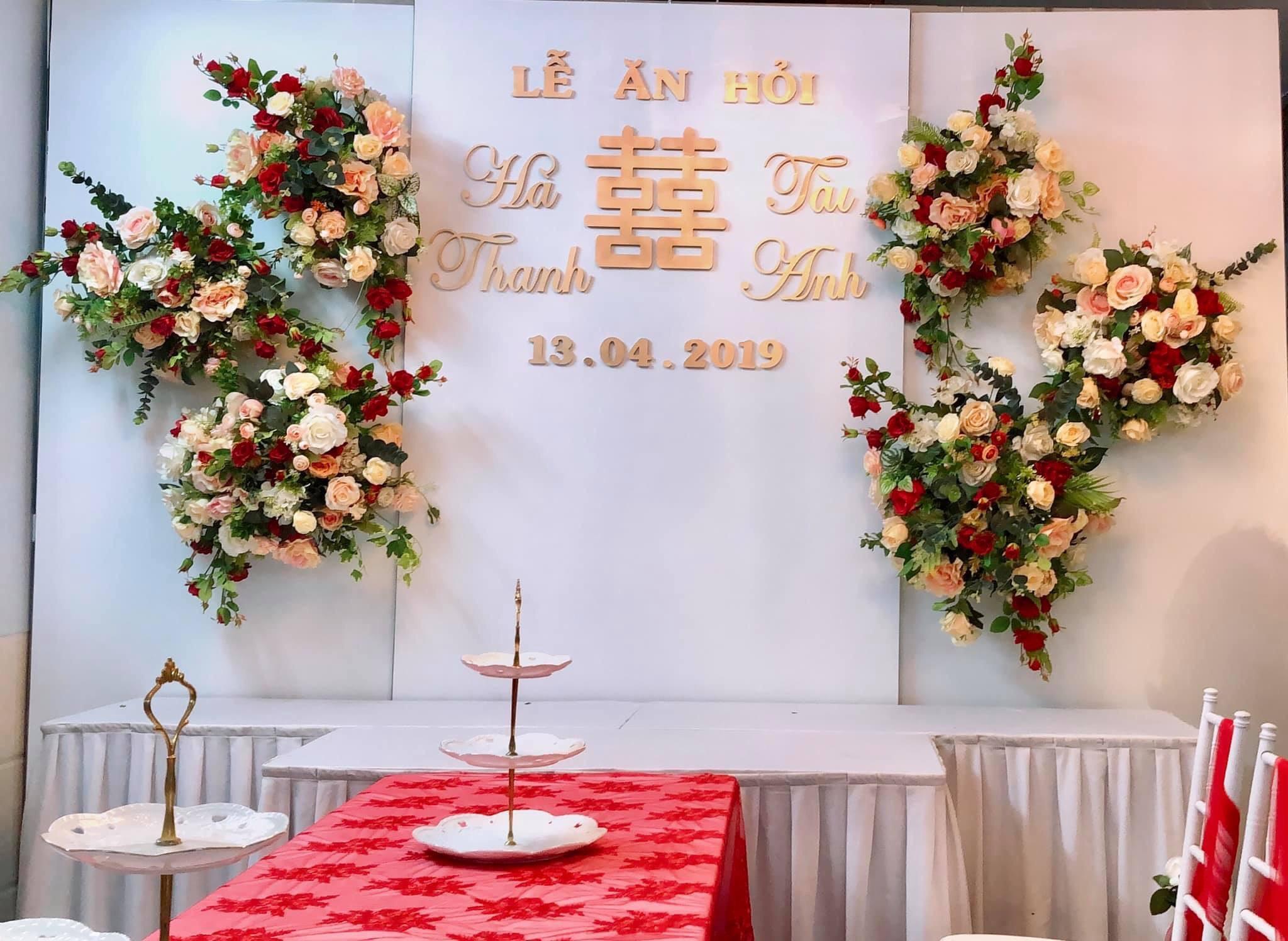 Bàn ghế cưới hỏi trắng đỏ