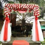 Cổng hoa lụa trắng đỏ 2